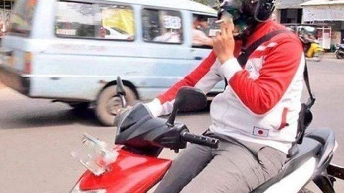 Sekarang Berkendara Sambil Merokok Bisa Didenda 750 Ribu Rupiah