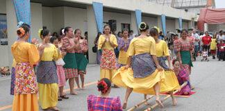 Tarian Adat Suku Dayak di Kalimantan